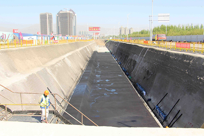 石嘴山城市地下管廊PPP项目喷涂速凝施工现场